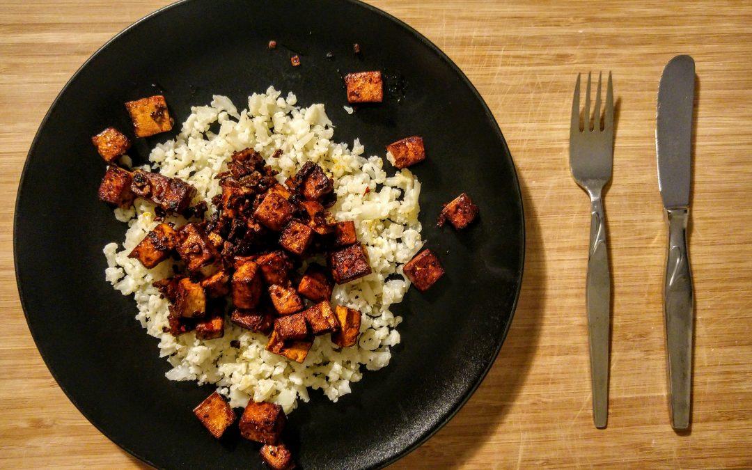 Bloemkoolstamp met pittige tofu