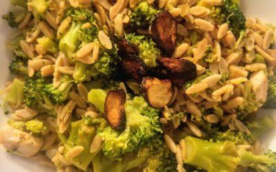 Rijst met broccoli en krokante knoflook